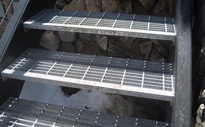 防滑踏步板